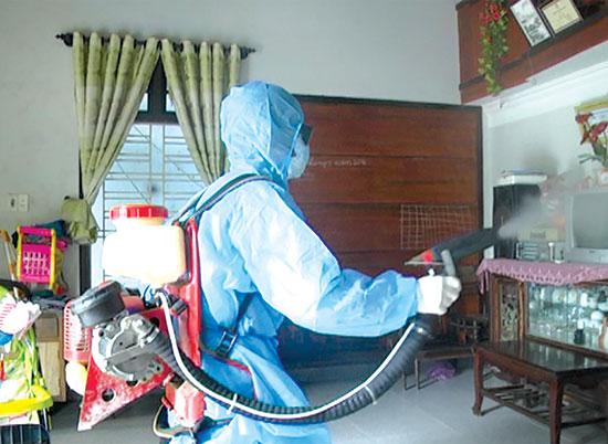 Dịch sốt xuất huyết đang vào mùa, người dân cần vệ sinh thông thoáng nơi ở và báo cho cơ sở y tế gần nhất để kiểm soát dịch bệnh có thể lây lan trong cộng đồng.