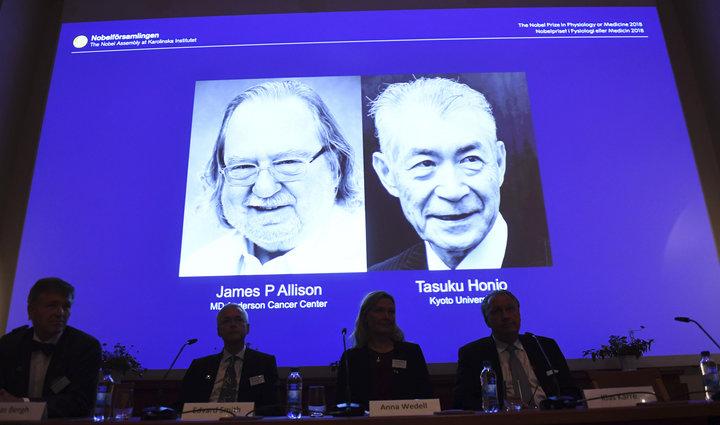 GS,James P.Allison và GS.Tasuku Honjo - những chủ nhân của giải Nobel Y học 2018. Ảnh: AP