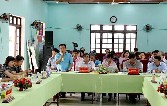 Ông Nguyễn Hùng Linh - Phó Chủ tịch UBND xã Cẩm Thanh phát biểu tại buổi làm việc. Ảnh: MINH HẢI