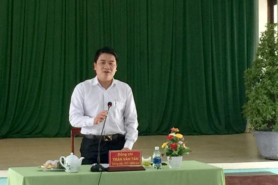 Phó Chủ tịch UBND tỉnh Trần Văn Tân phát biểu tại buổi làm việc. Ảnh: MINH HẢI
