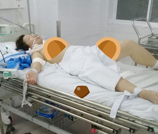 Chị Nguyễn Thị Phương đang nằm lọc máu tại phòng số 407, Khoa hồi sức tích cực, Bệnh viện Đa khoa Đà Nẵng. Ảnh: N.Đ.AN