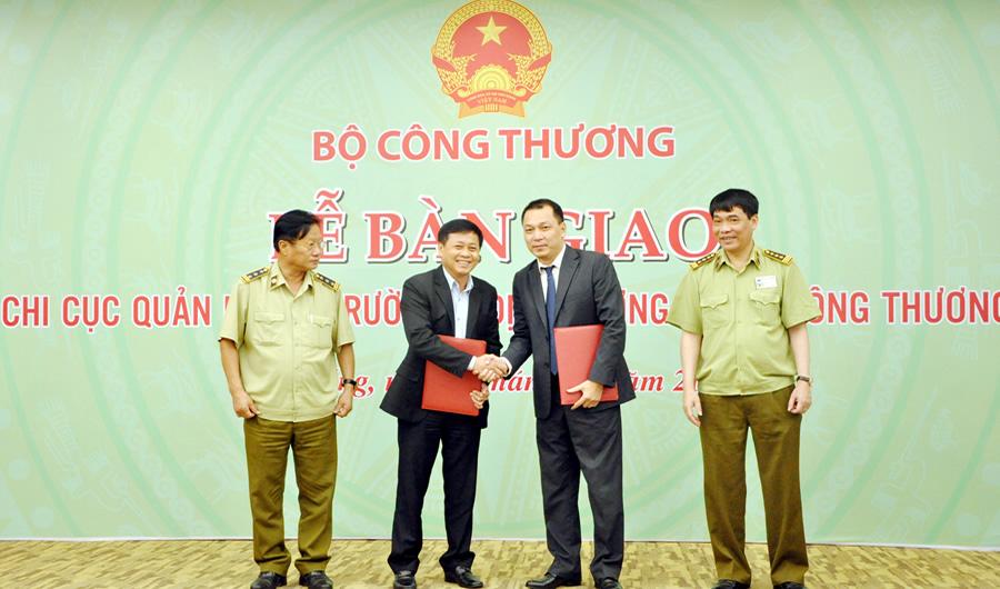 Bàn giao 14 Chi cục QLTT miền Trung-Tây Nguyên về Bộ Công Thương
