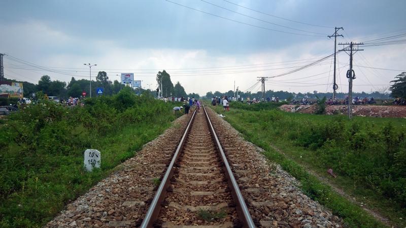Hiện trường vụ tai nạn đường sắt khiến ông Trần Minh T. bị tử vong. Ảnh: Đ. YÊN
