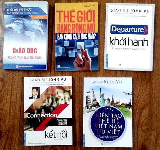 Bộ sách dành cho sinh viên Việt của giáo sư John Vũ. Ảnh: Internet