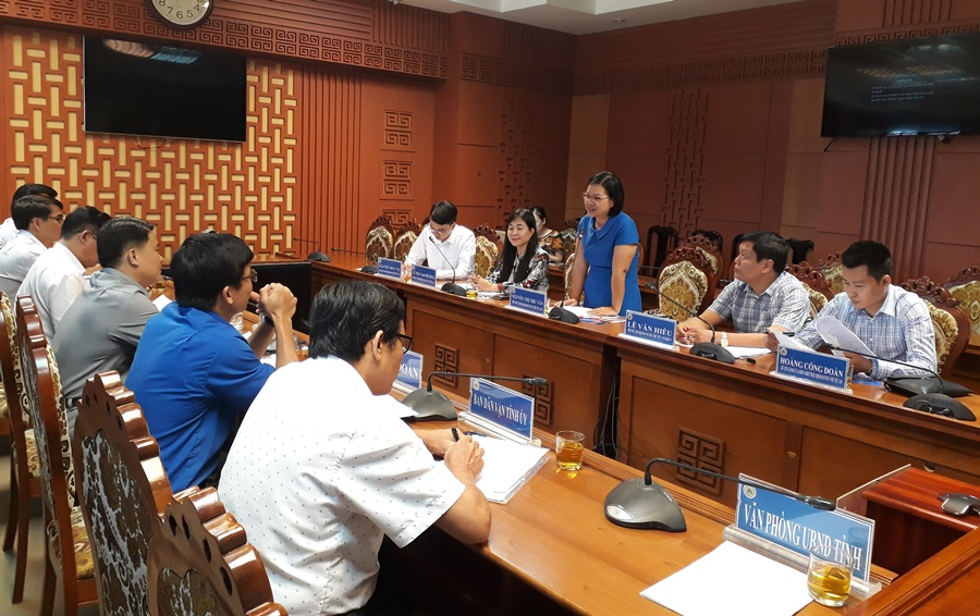 Đoàn công tác của Trung ương Hội Doanh nhân trẻ Việt Nam làm việc tại Quảng Nam. Ảnh: M.L