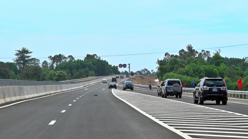 Cao tốc Đà Nẵng - Quảng Ngãi có tổng kinh phí đầu tư khoảng 34.000 tỷ đồng, thông xe kỹ thuật vào ngày 2.9.2018. Ảnh: Đ. YÊN