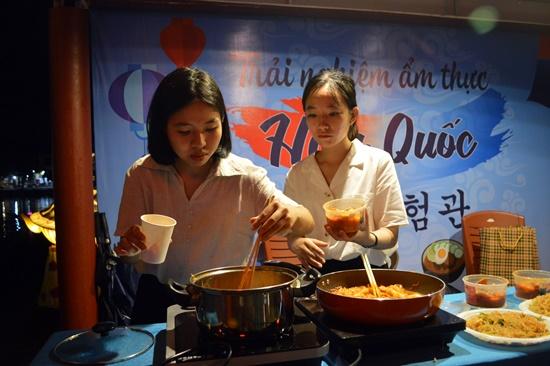Trải nghiệm món ăn Hàn Quốc