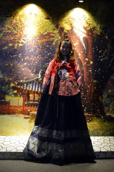Mặcthử trang phục truyền thống Hanbok