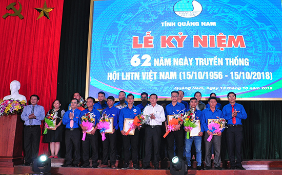 Hội LHTN Việt Nam tỉnh tuyên dương gương thanh niên tiêu biểu năm 2018. Ảnh: VINH ANH