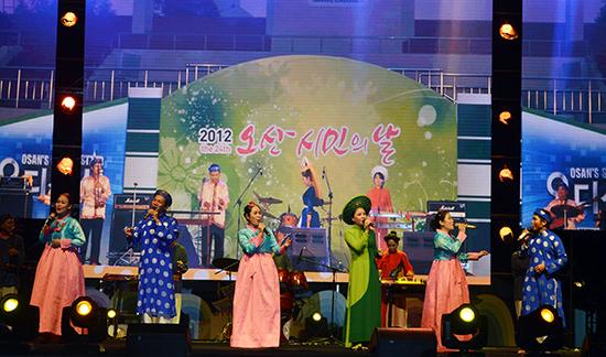 """Nhiều hoạt động trong """"Những ngày văn hóa Hàn Quốc tại Hội An"""" đã tạo ấn tượng cho người dân và du khách. Ảnh: K.LINH"""