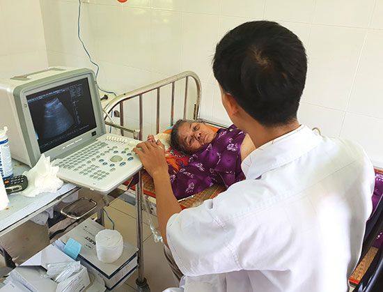 Trang thiết bị y tế hiện đại phục vụ nhu cầu khám chữa bệnh của người dân TP. Tam Kỳ. Ảnh: Q.S