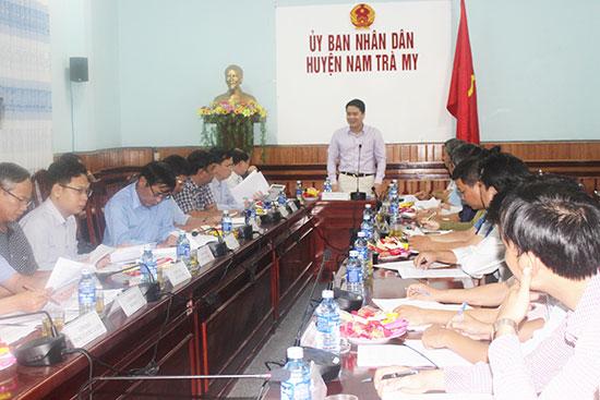 Quang cảnh buổi làm việc của lãnh đạo tỉnh và Nam Trà My. Ảnh: T.N