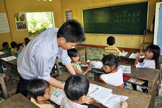 Chính sách đối với nhà giáo hiện nay còn nhiều bất cập. Ảnh: X.P
