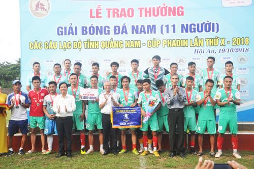 Thất bại trong trận chung kết song giải nhì cũng là một thành công của CLB Hội An. Ảnh: T.V