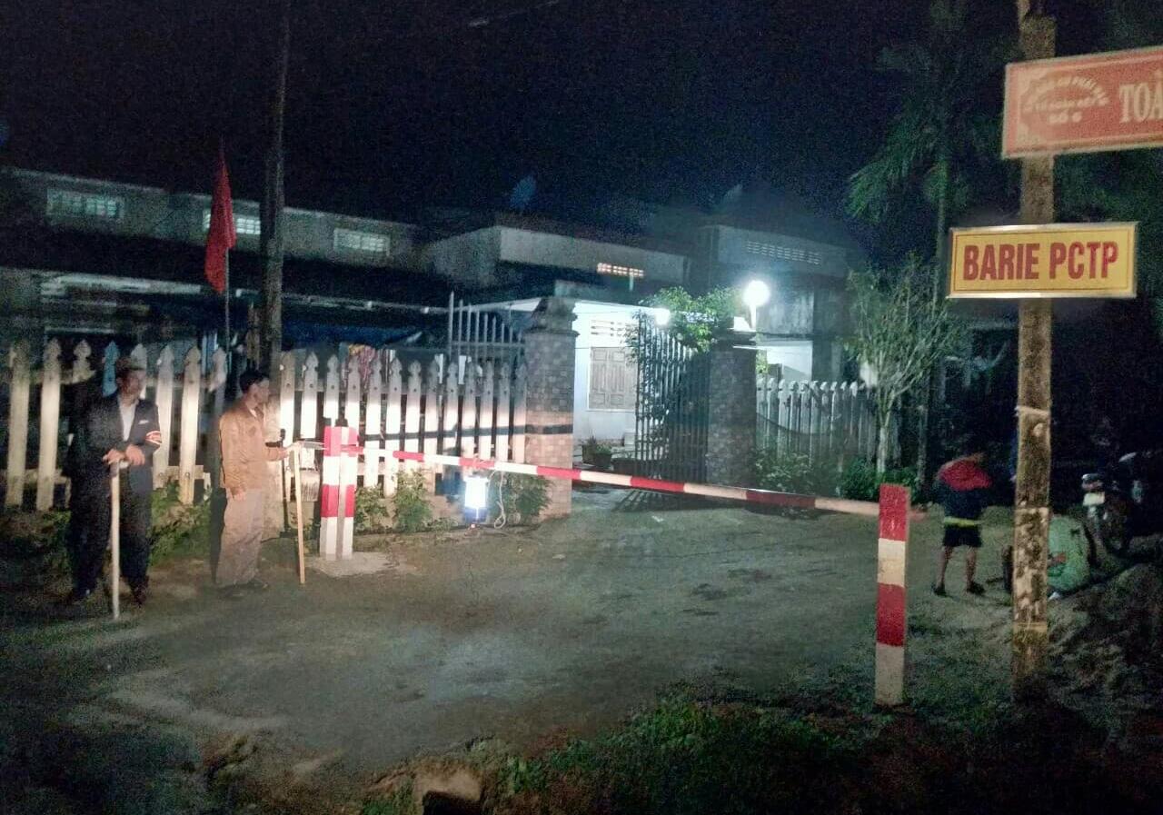 Cổng barie PCTP ở thị trấn Tiên Kỳ phát huy hiệu quả. Ảnh: T.A