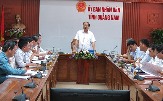Chủ tịch UBND tỉnh Quảng Nam Đinh Văn Thu chủ trì cuộc họp đánh giá cải cách thủ tục hành chính. Ảnh: T.D