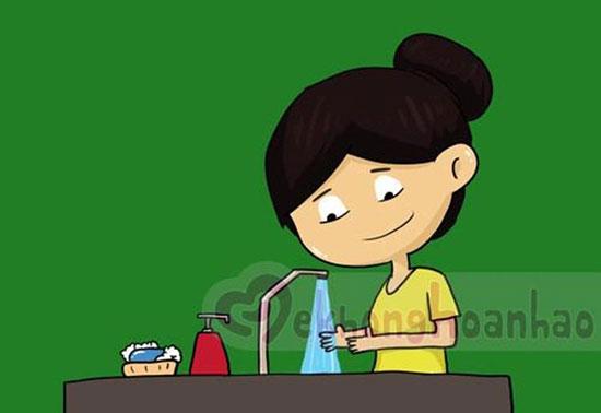 Rửa tay trước khi nấu ăn là mắt xích quan trọng để đảm bảo an toàn vệ sinh thực phẩm. Ảnh: Internet