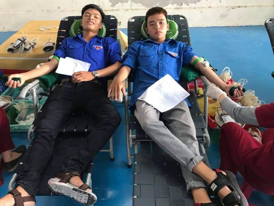 Đoàn viên chi đoàn thường xuyên tham gia phong trào hiến máu tình nguyện.
