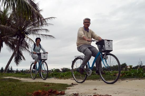 Nhiều du khách đã đến Hội An trải nghiệm bằng xe đạp