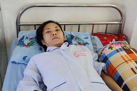 Chị Lan đang điều trị tại Bệnh viện Đa khoa Trung ương Quảng Nam. Ảnh: P.T