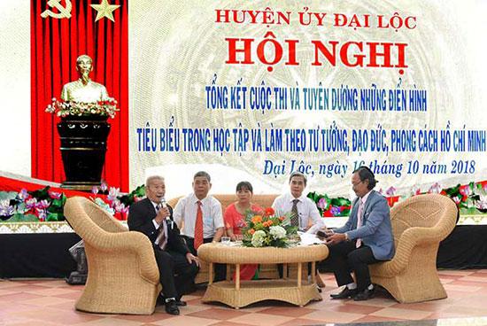 Giao lưu với những cá nhân điển hình học tập và làm theo lời Bác của huyện Đại Lộc. Ảnh: H.L