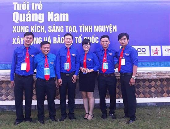 Chị Mai Thị Mỹ Nhung - Bí thư Đoàn xã Đại Nghĩa (đứng giữa).  Ảnh: nhân vật cung cấp