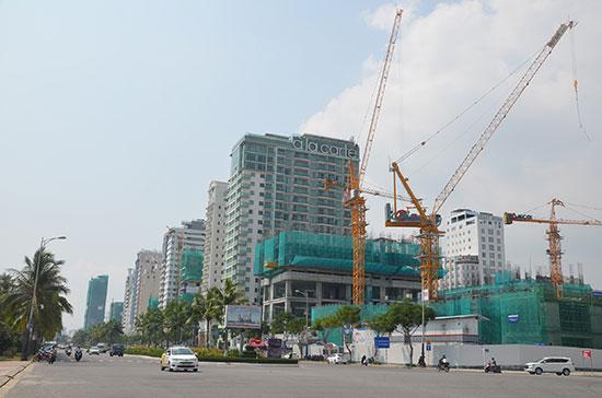 xây dựng khách sạn ven biển Đà Nẵng.