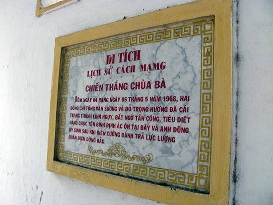 Bia chiến thắng chùa Bà, ghi dấu trận đánh cảm tử của 2 bộ đội đặc công Tống Văn Sương và Đỗ Trọng Hường. Ảnh: THÁI MỸ