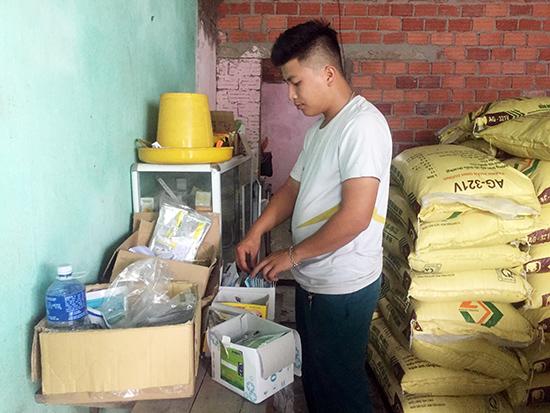 Để tăng thu nhập anh Hiền còn mở dịch vụ thú y trọn gói tại địa phương.