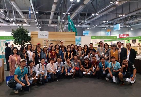 Đoàn du khách tham dự hội chợ kết hợp du lịch miễn phí Hồng Kông cùng Vietda Travel