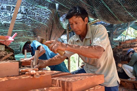 Thông qua các dự án hợp tác quốc tế đã giúp đào tạo ra đội ngũ công nhân trùng tu di sản lành nghề
