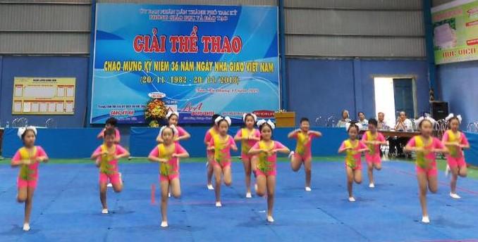 Tiết mục đồng diễn aerobic của Trường Tiểu học Trần Quốc Toản. Ảnh C.N