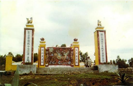Lăng mộ của Phạm Nhữ Tăng ở Hương Quế.