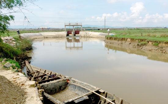 Toàn bộ công trình Đập Cầu đã thi công đượng 85% tiến độ. Ảnh: PHAN VINH