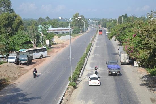 Cầu vượt vượt đường Nguyễn Hoàng. Ảnh: CT