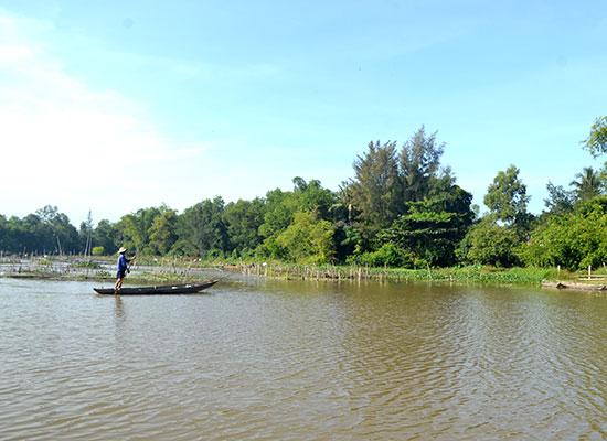 Sông Đầm vẫn giữ được nhiều yếu tố tự nhiên. Ảnh: QUANG VIỆT