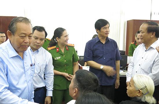 Trung tâm Hành chính công và xúc tiến đầu tư hiện tại sẽ chuyển thành Trung tâm Phục vụ hành chính công kể từ tháng 1.2019. TRONG ẢNH: Phó Thủ tướng Thường trực Trương Hòa Bình đến thăm trung tâm hành chính công Quảng Nam Ảnh: T.D