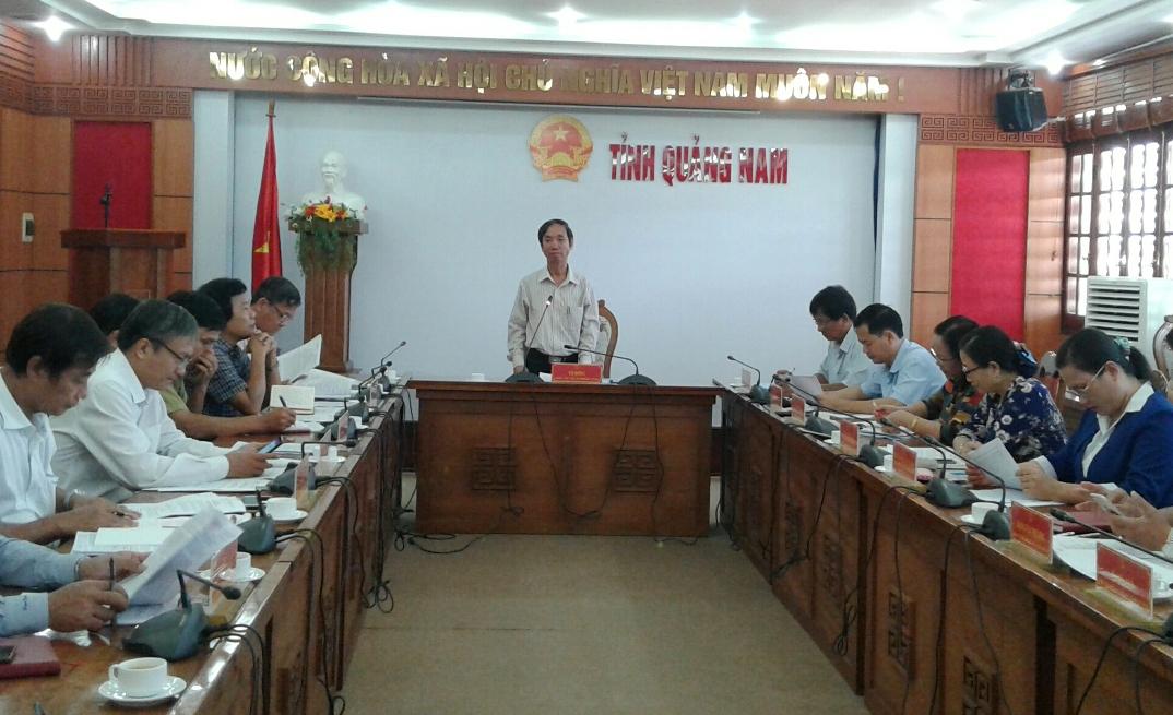 Phó Chủ tịch HĐND tỉnh Võ Hồng phát biểu tại cuộc làm việc với Sở NN&PTNT sáng nay 21.11. Ảnh: VĂN SỰ