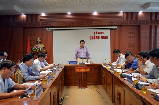 Phó Chủ tịch UBND tỉnh Trần Văn Tân chủ trì buổi làm việc