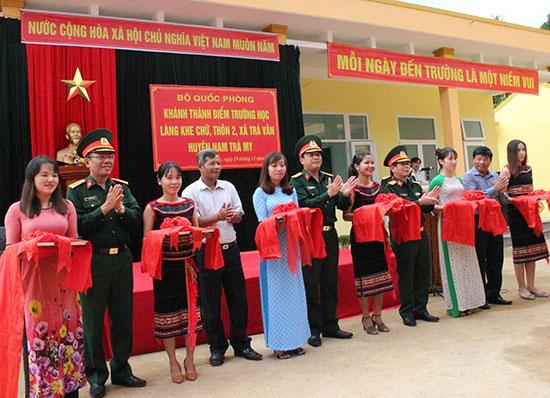 Khánh thành điểm trường tiểu học làng Khe Chữ, thôn 2, xã Trà Vân, Nam Trà My. Ảnh: T.ANH