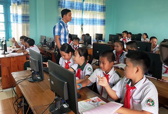 Tam Kỳ đầu tư trang thiết bị hiện đại phục vụ cho việc giảng dạy bộ môn Tin học. Ảnh: Q.S