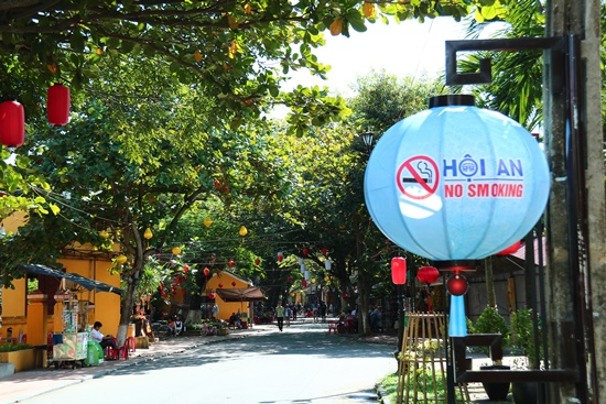 The propaganda against smoking in Hoi An.