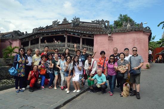 Visitors to Hoi An – a smoke-free city.