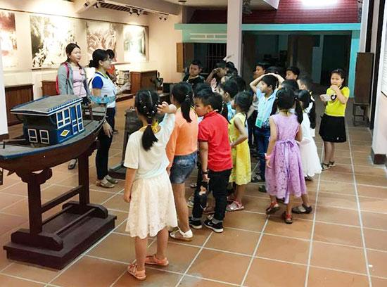"""Từ nền tảng chương trình """"Chúng em cùng nhau khám phá bảo tàng"""", Cẩm Giang sẽ phát triển trở thành tour du lịch cho trẻ em. Ảnh: FBNV"""