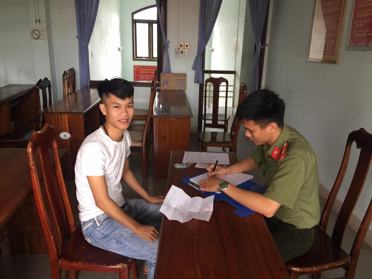 Thanh niên Phú Ninh đến làm thủ tục dự tuyển nghĩa vụ CAND. Ảnh: L.T