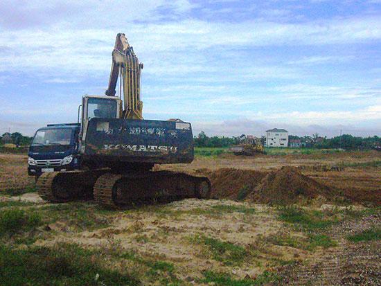 Tiếp tục thi công hoàn thiện cơ sở hạ tầng Cụm công nghiệp Thanh Hà. Ảnh: Đ.H