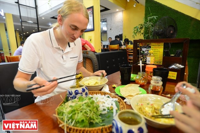 Quang noodle, a popular dish of  Quang people, fascinates both domestic and foreign tourists. Photo: vnanet