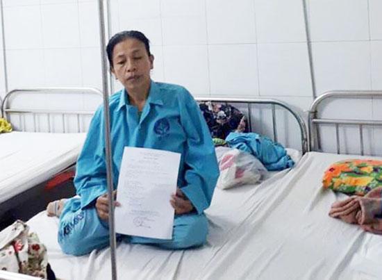 Chị Chát điều trị tại Bệnh viện Đà Nẵng. Ảnh: Đ.Q