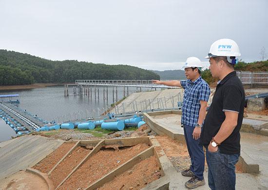 Hệ thống trạm bơm nước thô được xây dựng bằng thiết bị nổi trên mặt nước. Ảnh: H.G
