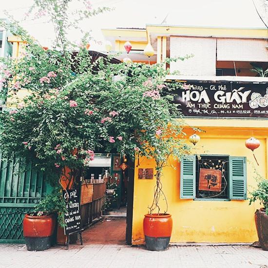 Quán Hoa Giấy và món mỳ đậm chất Quảng giữa Sài Gòn.Ảnh: L.H